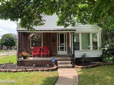 Harper Woods Single Family Home For Sale: 19774 Kenosha St