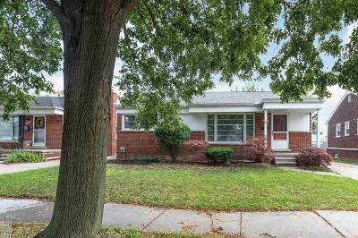 Saint Clair Shores Single Family Home For Sale: 19712 Gaukler St