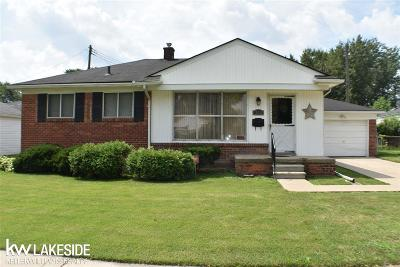 Harper Woods Single Family Home For Sale: 19330 Woodmont