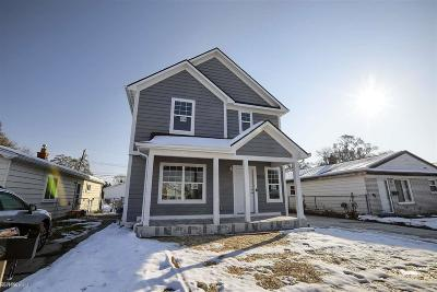 Madison Heights Single Family Home For Sale: 30744 Palmer