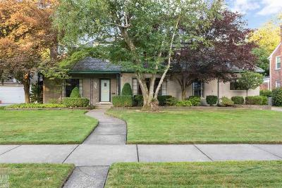 Grosse Pointe Park Single Family Home For Sale: 653 Lakepointe St