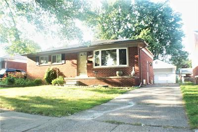 Saint Clair Shores Single Family Home For Sale: 20925 Bayside Street