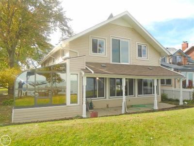 Saint Clair Shores Single Family Home For Sale: 29630 Jefferson