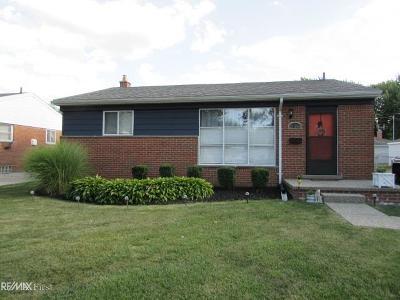 Saint Clair Shores Single Family Home For Sale: 21548 Parkway