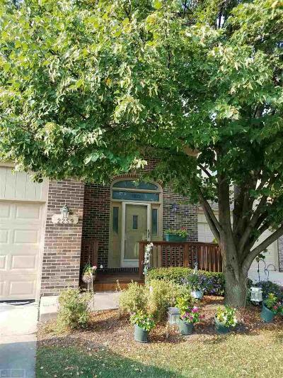 Oakland Condo/Townhouse For Sale: 2259 Crystal Dr