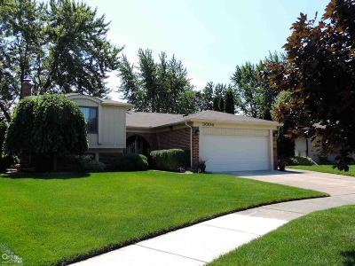 Sterling Heights Single Family Home For Sale: 3004 Gloucester
