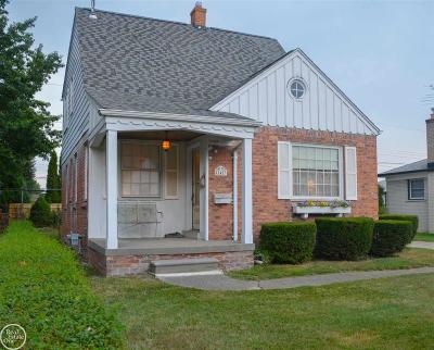 Saint Clair Shores Single Family Home For Sale: 22423 Pointe