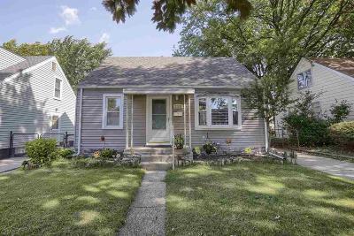 Saint Clair Shores Single Family Home For Sale: 22105 Avalon St