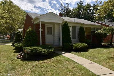 Saint Clair Shores Single Family Home For Sale: 23030 Englehardt