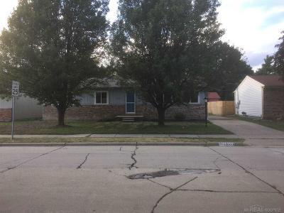 Roseville MI Single Family Home For Sale: $130,000