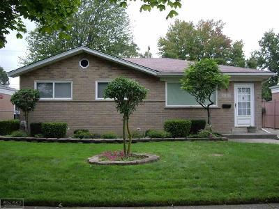 Saint Clair Shores MI Single Family Home For Sale: $165,000