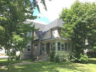 Menominee Multi Family Home For Sale: 906 16th Ave.