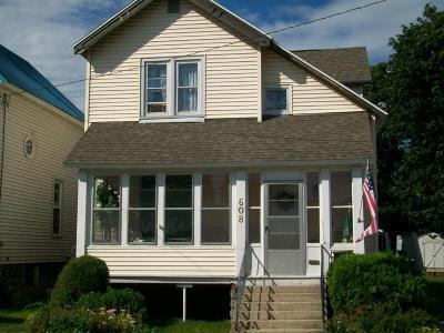 Menominee Single Family Home For Sale: 608 13th Avenue