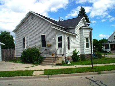 Marinette WI Single Family Home For Sale: $56,000