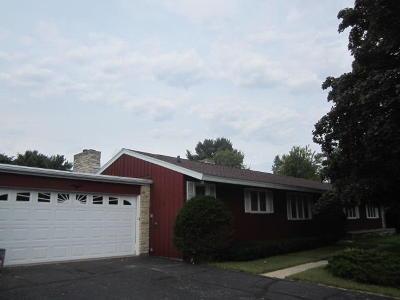 Marinette Single Family Home For Sale: 960 Shing Wa Uk Drive