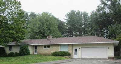 Marinette Single Family Home For Sale: 929 Edgewood Circle