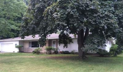 Marinette Single Family Home For Sale: 909 Edgewood Circle