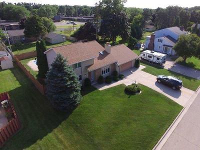 Marinette Single Family Home For Sale: 807 Barbara Lane