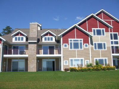 Marinette Single Family Home For Sale: 725 Harbor Terrace Lane
