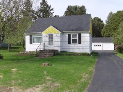 Menominee Single Family Home For Sale: N195 West Drive