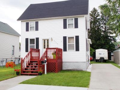 Menominee MI Single Family Home For Sale: $65,000