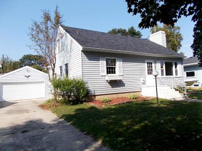 Menominee MI Single Family Home For Sale: $87,000