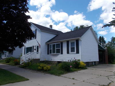 Menominee MI Single Family Home For Sale: $72,000