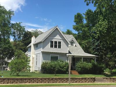 Single Family Home For Sale: 713 Marinette Avenue