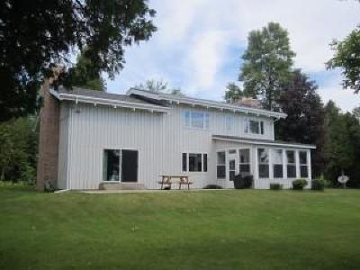 Menominee Single Family Home For Sale: N6260 Hwy M-35