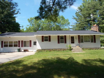 Menominee Single Family Home For Sale: W5584 Evergreen Road