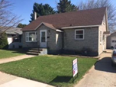 Menominee Single Family Home For Sale: 1411 22nd Avenue