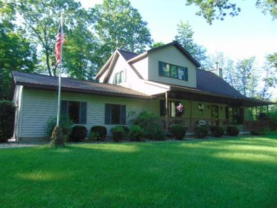 Marinette County Single Family Home For Sale: 8758 Pines Road
