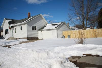 Marinette Single Family Home For Sale: 2002 Shore Drive