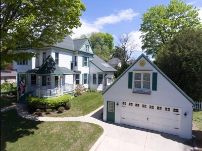 Petoskey Single Family Home For Sale: 213 Clinton