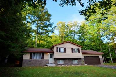Single Family Home For Sale: 6889 Harbor Petoskey