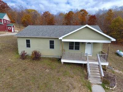 Single Family Home For Sale: 3276 Hill View
