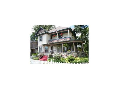 Holly Single Family Home For Sale: 304 S Saginaw Street