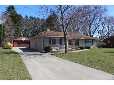 Salem, Salem Twp, Plymouth, Plymouth Twp Single Family Home For Sale: 8880 Morrison Avenue