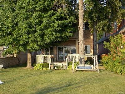 Keego Harbor Single Family Home For Sale: 1928 Cass Lake Front Road