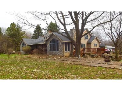 Oakland County Single Family Home For Sale: 690 Walker Road
