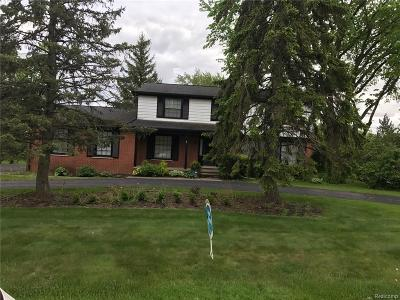 West Bloomfield Twp MI Single Family Home For Sale: $265,900