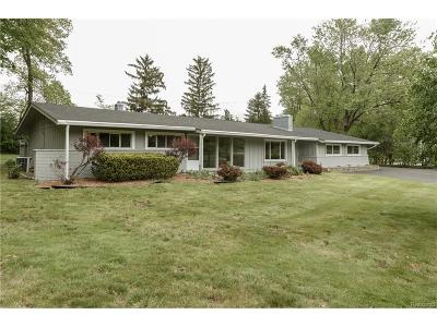 West Bloomfield Twp MI Single Family Home For Sale: $264,900