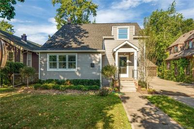 Pleasant Ridge Single Family Home For Sale: 68 Oakdale Boulevard