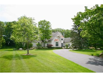 Rochester Hills Single Family Home For Sale: 1970 Oak Pointe Drive