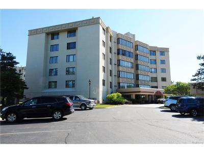 Novi Condo/Townhouse For Sale: 43000 12 Oaks Crescent Drive #2033 L
