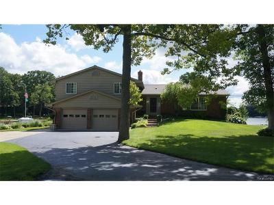Waterford Twp Single Family Home For Sale: 2350 Carlos Drive