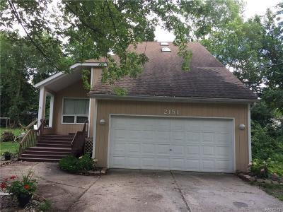 West Bloomfield Twp MI Single Family Home For Sale: $269,900