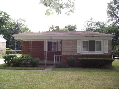 Ypsilanti Single Family Home For Sale: 527 Hart Pl