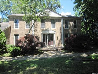 West Bloomfield Twp MI Single Family Home For Sale: $326,000