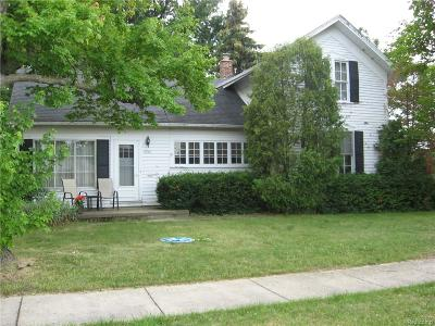 Wixom Single Family Home For Sale: 49361 Wainstock